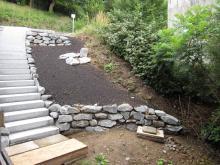 Granitblockstufen mit Wassserbausteinen _1_.JPG